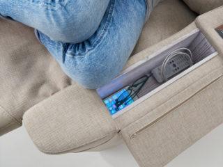 Poltrona Relax modello Amami, vano portaoggetti e presa USB