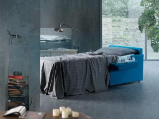 Poltrona modello Compact, letto aperto con lenzuola